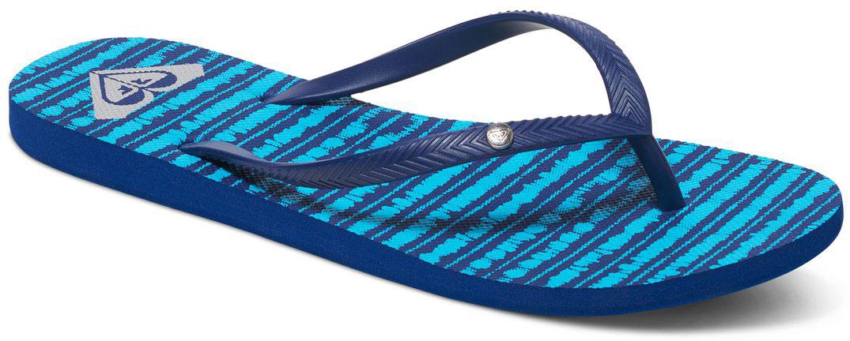 Сланцы женские Roxy Bermuda, цвет: темно-синий, голубой. ARJL100249-NT2. Размер 7 (36)ARJL100249-NT2Стильные женские сланцы Bermuda от Roxy придутся вам по душе. Верх модели выполнен из поливинилхлорида. Ремешки с перемычкой гарантируют надежную фиксацию модели на ноге. Рифление на верхней поверхности подошвы предотвращает выскальзывание ноги. Основание подошвы дополнено рифлением.
