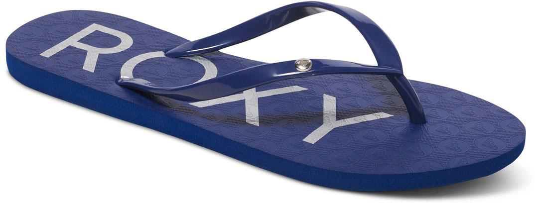 Сланцы женские Roxy Sandy, цвет: темно-синий. ARJL100438-NA4. Размер 9 (39)ARJL100438-NA4Стильные женские сланцы Sandy от Roxy придутся вам по душе. Верх модели выполнен из поливинилхлорида. Ремешки с перемычкой гарантируют надежную фиксацию модели на ноге. Рифление на верхней поверхности подошвы предотвращает выскальзывание ноги. Основание подошвы дополнено рифлением.