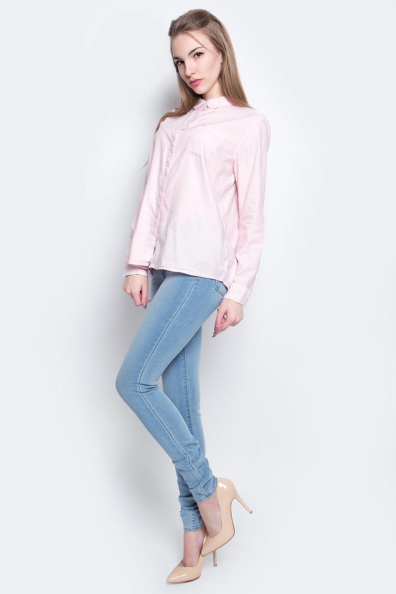 Рубашка женская Lee, цвет: розовый. L47KRUSD. Размер M (44)L47KRUSDЖенская рубашка Lee выполнена из хлопка с добавлением модала. Рубашка с длинными рукавами и отложным воротником застегивается на пуговицы спереди. Манжеты рукавов также застегиваются на пуговицы. На груди расположен накладной карман.