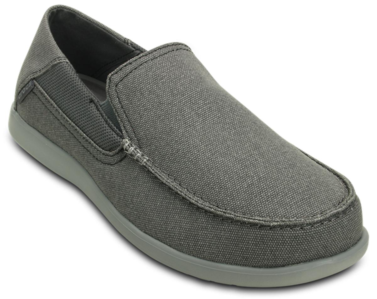 Слипоны мужские Crocs Santa Cruz 2 Luxe M, цвет: серый. 202056-01W. Размер 12 (45)202056-01WМодные слипоны от Crocs заинтересуют вас своим дизайном с первого взгляда! Эластичные вставки по бокам обеспечивают идеальную посадку модели на ноге.Подошва очень легкая и гибкая. Рифление на подошве гарантирует идеальное сцепление с поверхностью. Стильные слипоны займут достойное место в вашем гардеробе.