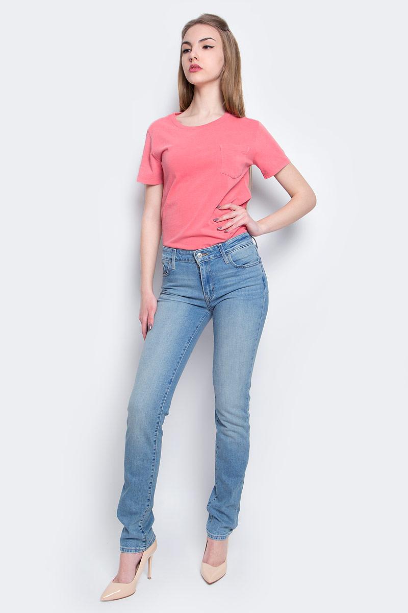 Джинсы женские Levis® 712, цвет: голубой. 1888400760. Размер 26-32 (42-32)1888400760Женские джинсы Levis® 712 выполнены из высококачественного эластичного хлопка. Зауженные джинсы-слим стандартной посадки застегиваются на пуговицу в поясе и ширинку на застежке-молнии, дополнены шлевками для ремня. Джинсы имеют классический пятикарманный крой: спереди модель дополнена двумя втачными карманами и одним маленьким накладным кармашком, а сзади - двумя накладными карманами. Модель украшена декоративными потертостями.