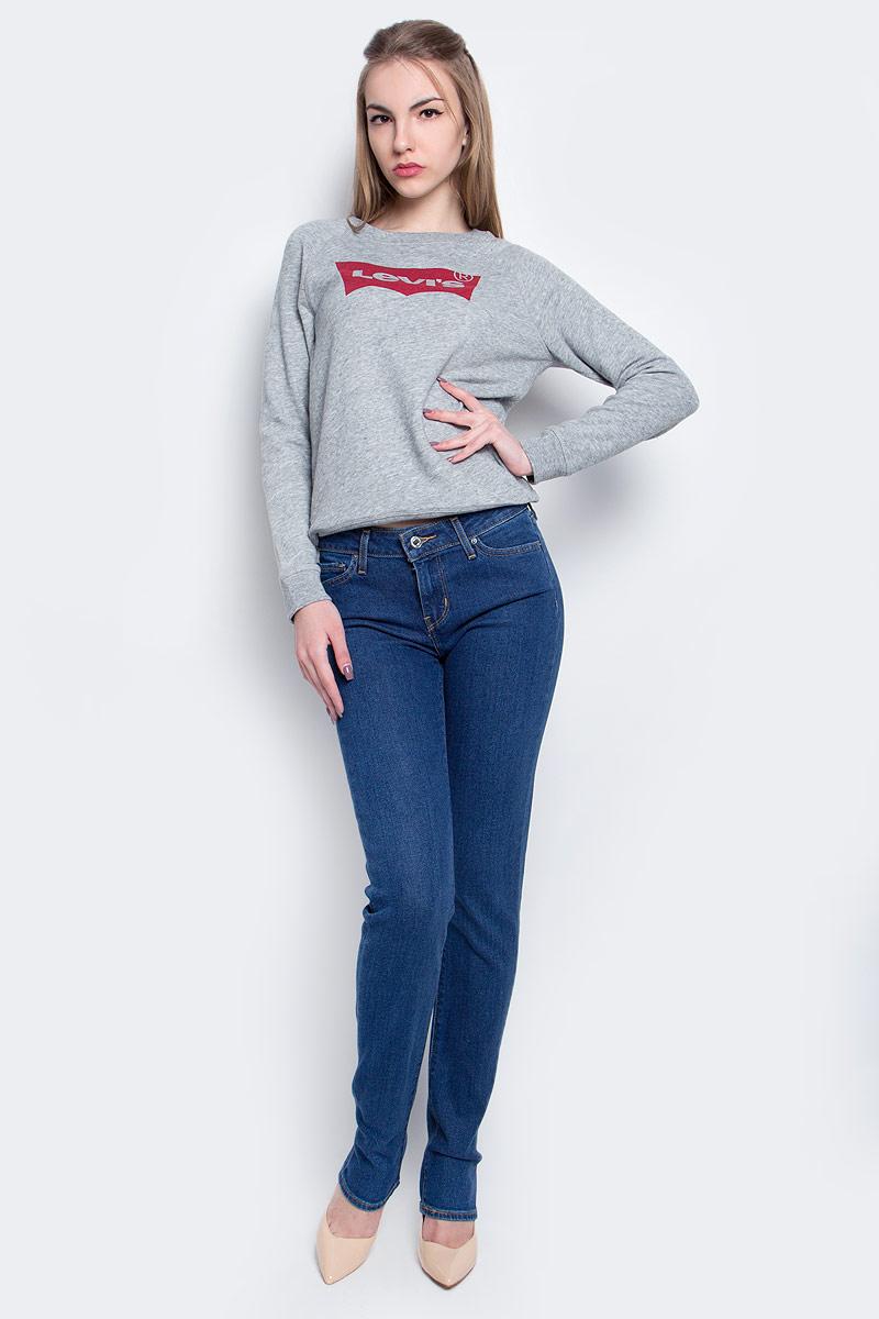 Джинсы женские Levis® 712, цвет: синий. 1888400770. Размер 26-32 (42-32)1888400770Женские джинсы Levis® 712 выполнены из высококачественного эластичного хлопка с добавлением эластомультиэстера. Джинсы-слим стандартной посадки застегиваются на пуговицу в поясе и ширинку на застежке-молнии, дополнены шлевками для ремня. Джинсы имеют классический пятикарманный крой: спереди модель дополнена двумя втачными карманами и одним маленьким накладным кармашком, а сзади - двумя накладными карманами.