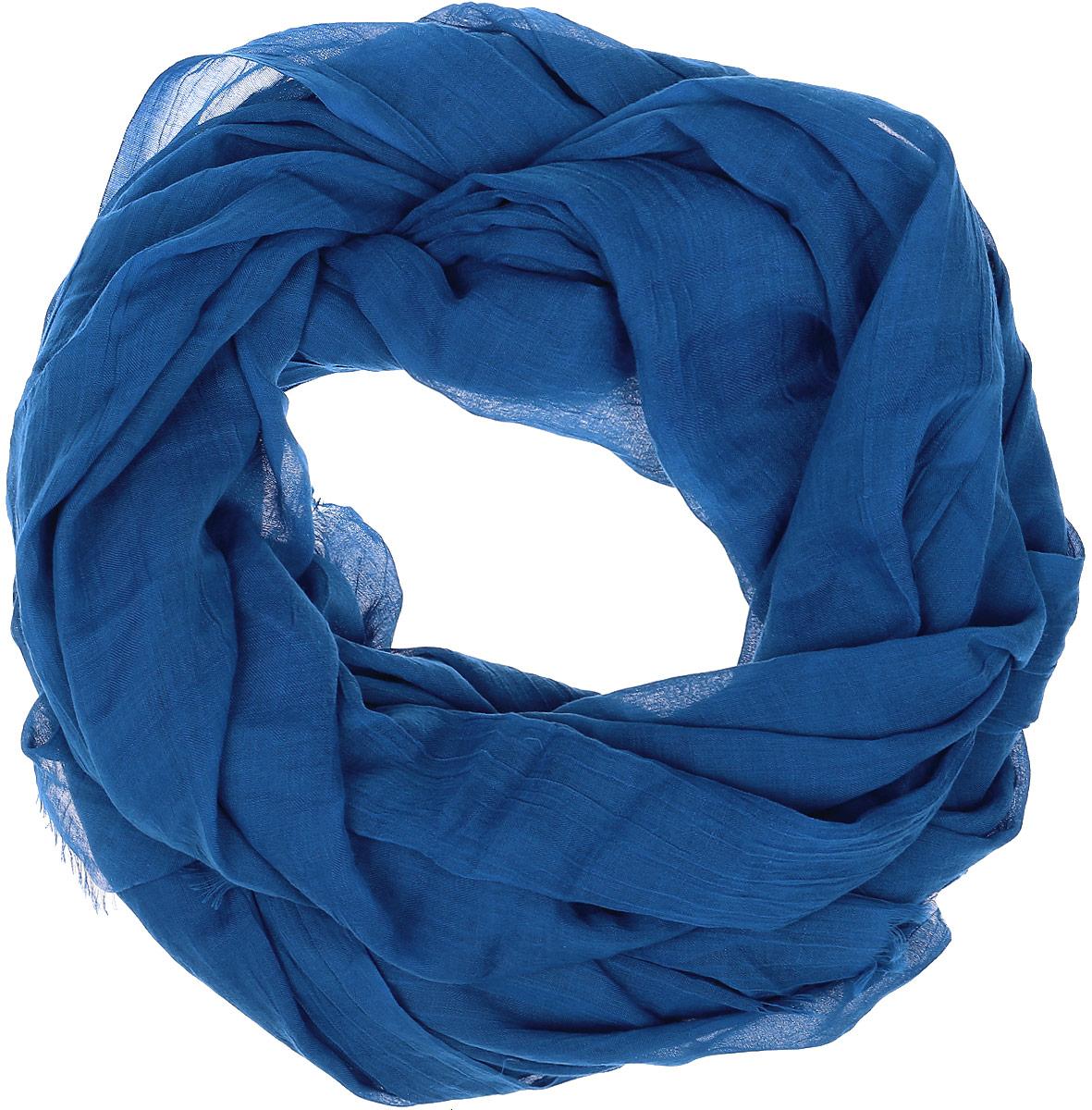 Палантин Vita Pelle, цвет: синий. Ro02PC3668/3. Размер 90 см х 180 смRo02PC3668/3Однотонный палантин от Vita Pelle изготовлен из вискозы и полиэстера. Кромка модели оформлена осыпкой.