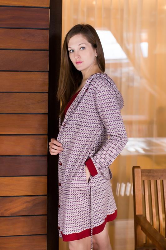 Комплект домашний женский Marusя: ночная рубашка, халат, цвет: бордовый. 162017. Размер L (48)162017Женский домашний комплект Marusя включает в себя ночную рубашку и халат. Комплект изготовлен из приятного на ощупь качественного хлопка. Халат застегивается на пуговицы и дополнен поясом. Ночная рубашка длины мини без рукавов.