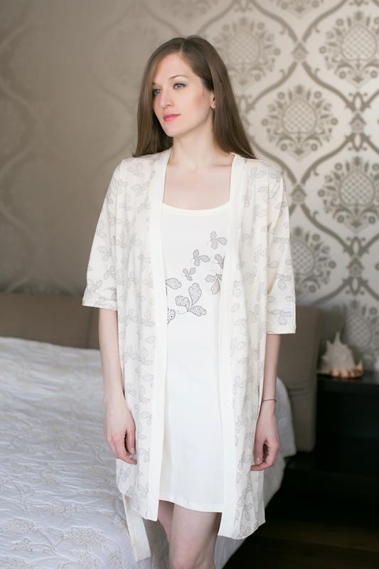 Комплект домашний женский Marusя: ночная рубашка, халат, цвет: шоколадный. 163012. Размер M (46)163012Женский домашний комплект Marusя включает в себя ночную рубашку и халат. Комплект изготовлен из приятной на ощупь смесовой ткани. Халат дополнен поясом. Ночная рубашка длины мини на тонких бретельках.