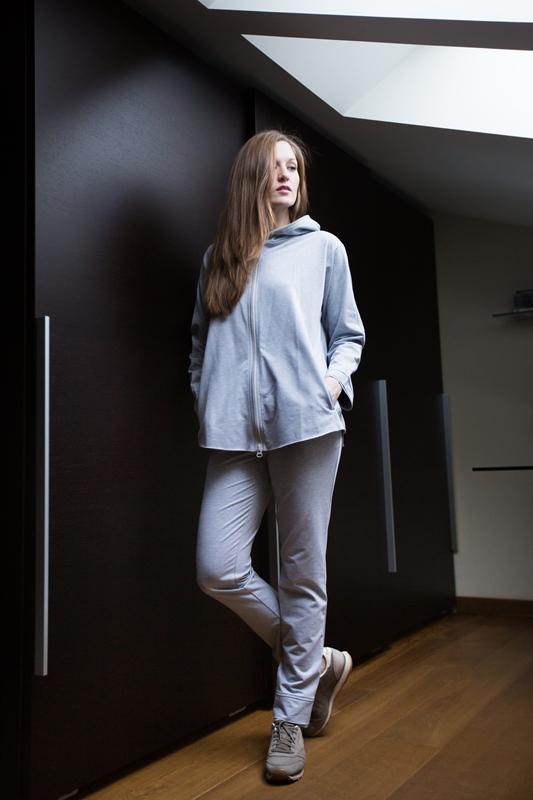 Комплект домашний женский Marusя: кофта, брюки, цвет: серый. 166018. Размер L (48)166018Женский домашний комплект Marusя включает в себя кофту и брюки. Комплект изготовлен из приятной на ощупь смесовой ткани. Брюки дополнены карманами. Кофта с длинными рукавами, карманами и капюшоном дополнена застежкой-молнией.