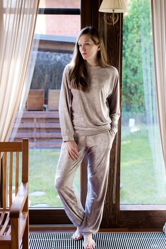 Комплект домашний женский Marusя: джемпер, брюки, цвет: серо-розовый. 166030. Размер M (46)166030Женский домашний комплект Marusя включает в себя джемпер и брюки. Комплект изготовлен из приятной на ощупь смесовой ткани. Джемпер свободного кроя с круглым вырезом дополнен эластичными манжетами. Брюки свободного кроя дополнены карманами.