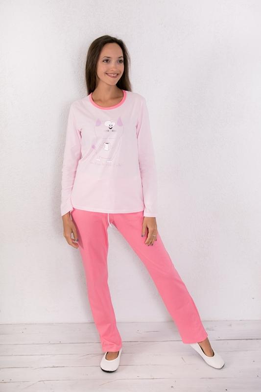 Комплект домашний женский Violett: лонгслив, брюки, цвет: светло-розовый, коралловый. 17150120. Размер S (44)17150120Женский домашний комплект одежды Violett, состоящий из лонгслива и брюк, выполнен из натурального хлопка.Лонгслив с круглым вырезом горловины и длинными рукавами оформлен спереди интересным принтом.Брюки прямого кроя, имеют эластичный пояс на талии и дополнены затягивающимся шнурком.