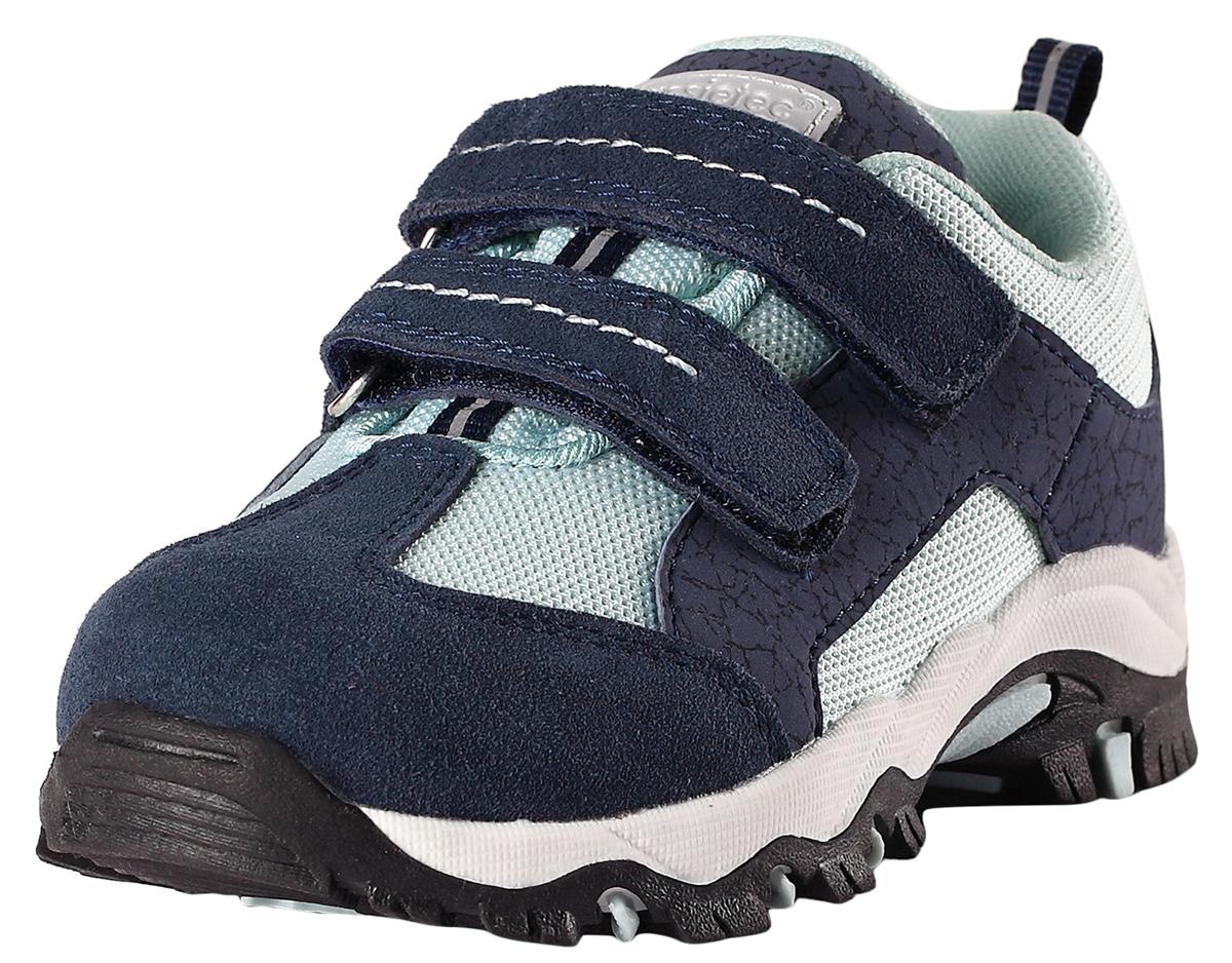 Кроссовки детские Lassie Nemina, цвет: темно-синий, серый. 7691039630. Размер 357691039630Детские непромокаемые демисезонные кроссовки. Легкие и дышащие кроссовки для малышей очень практичны, ведь их можно носить с весны и до осени во дворе, в городе или даже в походе. Подошва из термопластичной резины нигде не будет скользить. Снабжены съемными стельками, мягкой текстильной подкладкой и светоотражающими элементами. Благодаря двум удобным ремешкам на липучке, малыши смогут надеть эти ботинки сами и за минуту будут готовы к прогулке.