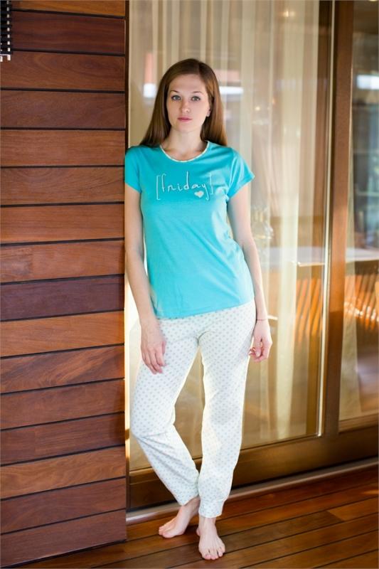 Комплект домашний женский Violett: футболка, брюки, цвет: бирюзовый, молочный. 17150315. Размер S (44)17150315Женский домашний комплект одежды Violett, состоящий из футболки и брюк, выполнен из натурального хлопка.Футболка с круглым вырезом горловины и короткими рукавами оформлена спереди надписью.Брюки прямого кроя, имеют эластичный пояс на талии и дополнены затягивающимся шнурком.