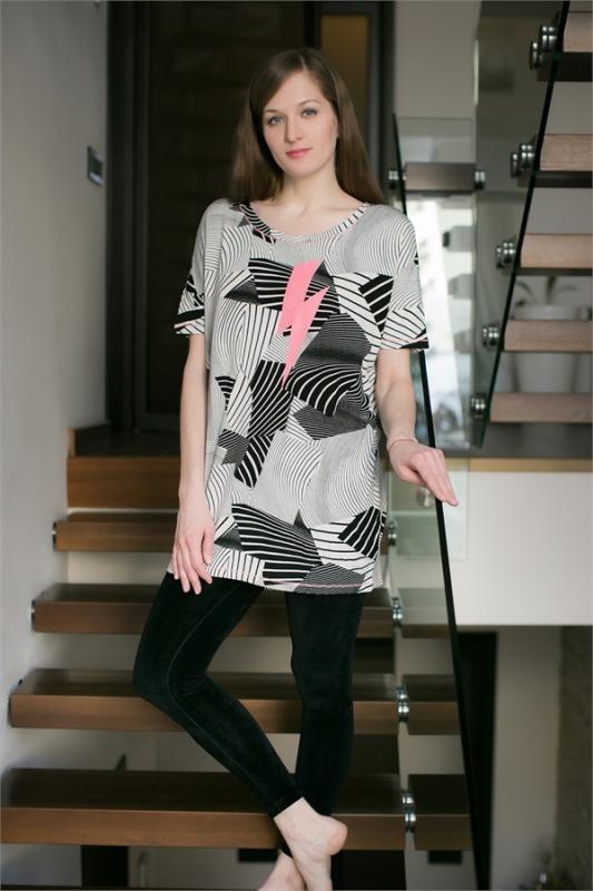 цена  Комплект домашний женский Penye Mood: туника, лосины, цвет: белый, черный. 7624. Размер M (46)  онлайн в 2017 году