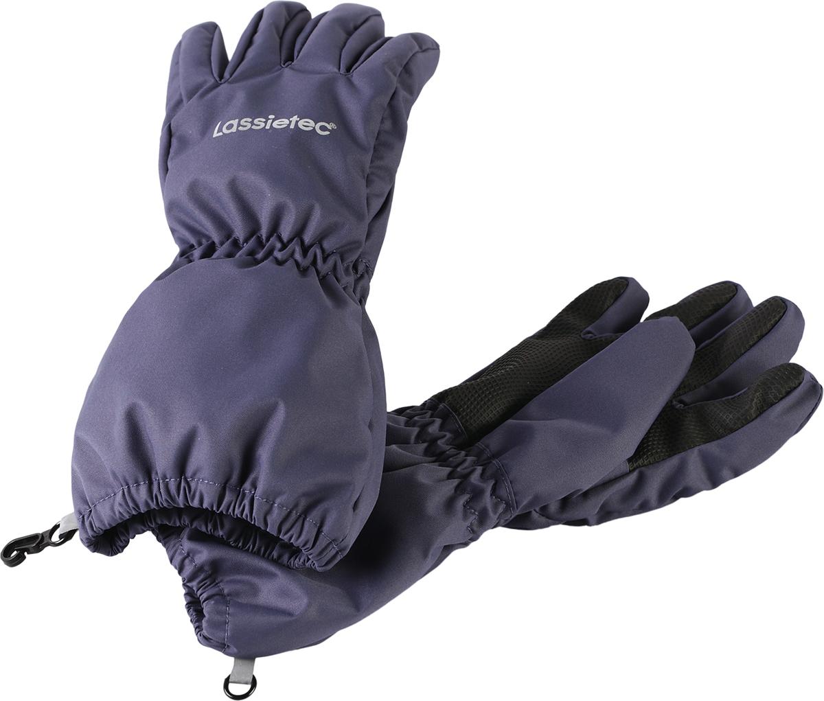 Перчатки детские Lassie, цвет: темно-синий. 7277069630. Размер 47277069630Дышащие детские перчатки изготовлены из очень износостойкого и абсолютно водонепроницаемого материала. В них предусмотрена водонепроницаемая мембрана и трикотажная подкладка из полиэстера с начесом. Усиления на ладони, кончиках пальцев и на большом пальце позволяют крепко держать в руках разные сокровища, найденные во время весенних приключений на природе, а еще хорошо согревают ручки. Сверху снабжены светоотражающим элементом.