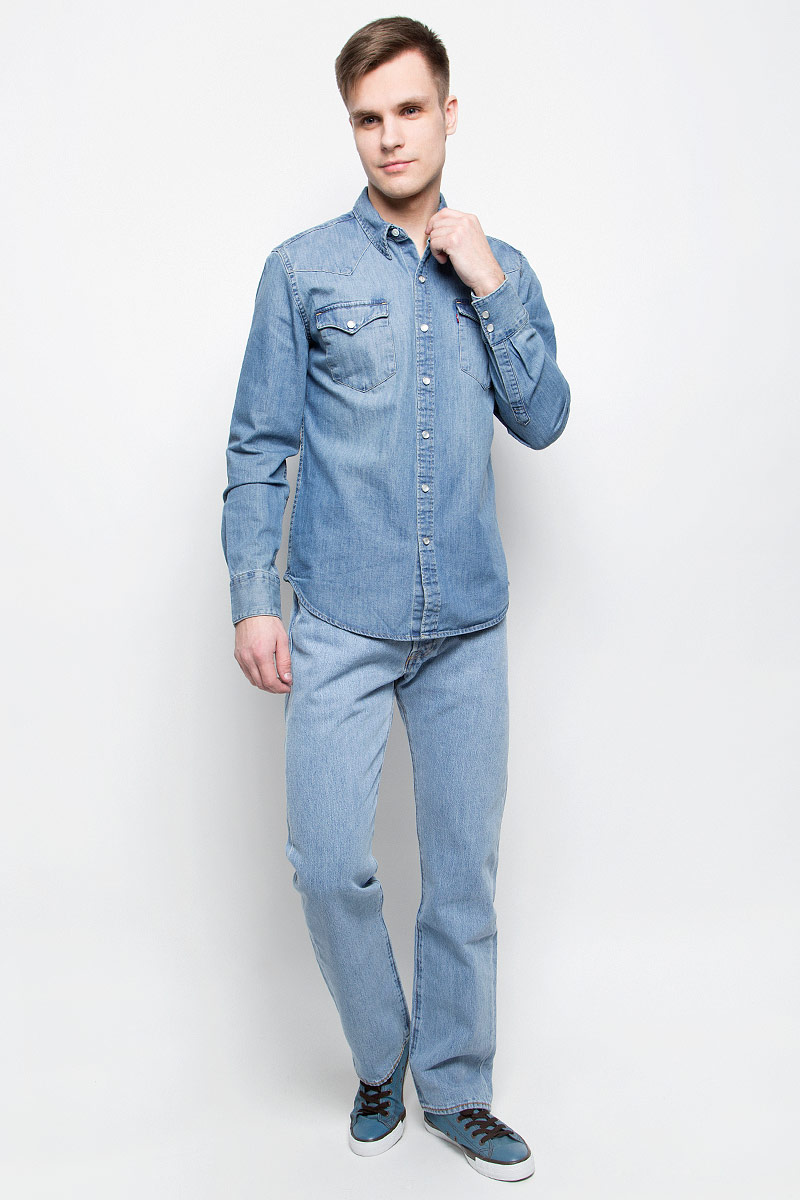 Рубашка мужская Levis®, цвет: синий. 6581601160. Размер M (48)6581601160Мужская джинсовая рубашка Levis® выполнена из натурального хлопка. Рубашка с длинными рукавами и отложным воротником застегивается на кнопки спереди. Манжеты рукавов также застегиваются на кнопки. Рубашка украшена контрастной отстрочкой. На груди расположены два накладных кармана с клапанами на кнопках.
