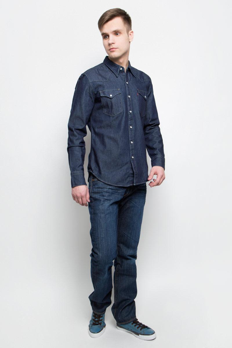 Джинсы мужские Levis® 501, цвет: темно-синий. 0050123740. Размер 32-32 (48-32)0050123740Мужские джинсы Levis® 501 выполнены из высококачественного натурального хлопка. Джинсы прямого кроя и стандартной посадки застегиваются на пуговицу в поясе и ширинку на пуговицах, дополнены шлевками для ремня. Джинсы имеют классический пятикарманный крой: спереди модель дополнена двумя втачными карманами и одним маленьким накладным кармашком, а сзади - двумя накладными карманами. Модель украшена перманентными складками.