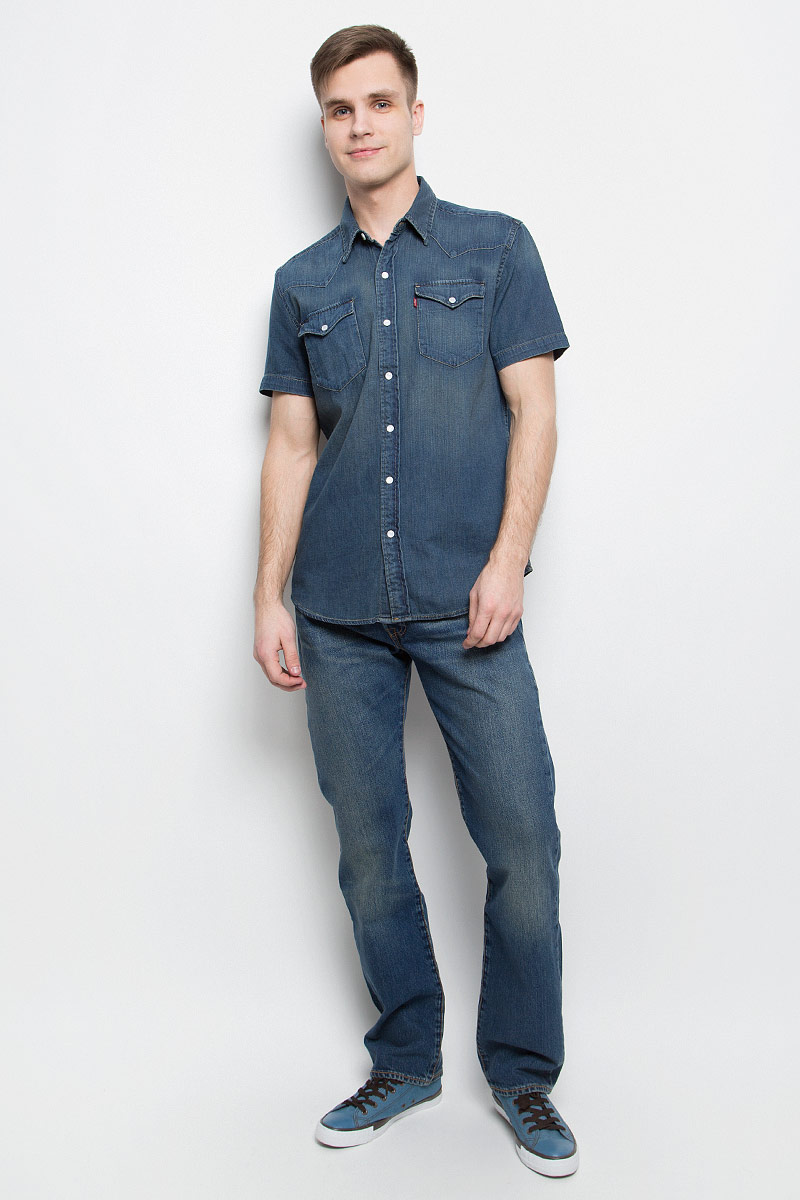 Рубашка мужская Levis®, цвет: синий. 2197800270. Размер L (50)2197800270Мужская джинсовая рубашка Levis® выполнена из натурального хлопка. Рубашка с короткими рукавами и отложным воротником застегивается на кнопки и пуговицу спереди. На груди расположены два накладных карманас клапанами на кнопках.
