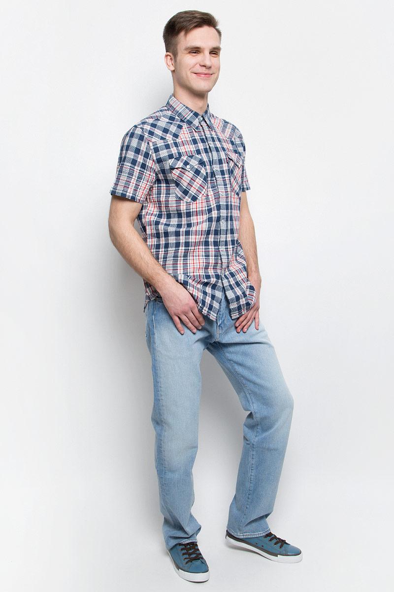 Джинсы мужские Levis® 504, цвет: голубой. 2999005530. Размер 30-34 (46-34)2999005530Мужские джинсы Levis® 504 выполнены из высококачественного хлопка с добавлением эластана. Джинсы прямого кроя и стандартной посадки застегиваются на пуговицу в поясе и ширинку на молнии, дополнены шлевками для ремня. Джинсы имеют классический пятикарманный крой: спереди модель дополнена двумя втачными карманами и одним маленьким накладным кармашком, а сзади - двумя накладными карманами.