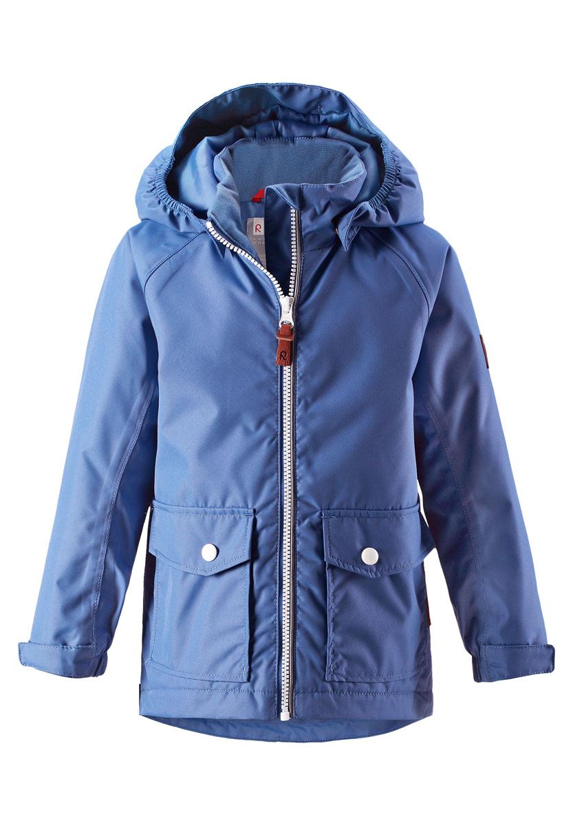 Куртка детская Reima Knot, цвет: сине-голубой. 521485R655. Размер 92521485R655Куртка Reima исполнена из высокотехнологичной ткани не пропускающей влагу, но не препятствующей циркуляции воздуха. Мембранная ткань пропускает влагу наружу когда ребенок потеет, но не позволяет ей проникнуть внутрь, что отлично при активных играх.