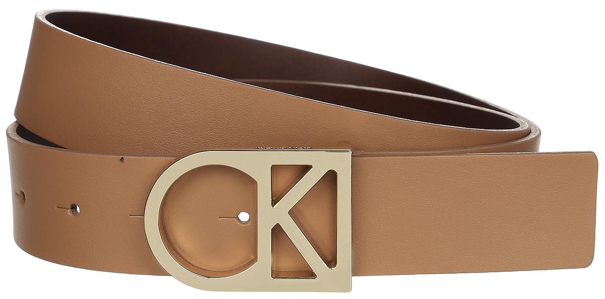 Ремень женский Calvin Klein Jeans, цвет: светло-коричневый. K60K602141_2300. Размер 95K60K602141_2300Женский ремень Calvin Klein изготовлен из натуральной кожи. Оригинальная пряжка в виде логотипа бренда выполнена из металла, она позволит легко и быстро зафиксировать ремень и отрегулировать его длину. Элегантный и строгий ремень превосходно сочетается с любыми нарядами. Уважаемые клиенты! Обращаем ваше внимание на тот факт, что размер ремня, доступный для заказа, является его длиной.