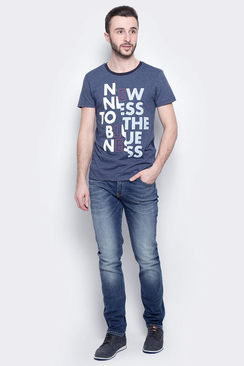Джинсы мужские Lee Rider, цвет: синий. L701DXEN. Размер 36-34 (52-34)L701DXENМужские джинсы Lee Rider станут стильным дополнением к вашему гардеробу. Изготовленные из хлопка с добавлением эластана, они мягкие, тактильно приятные, позволяют коже дышать.Джинсы застегиваются по поясу на металлическую пуговицу и имеют ширинку на застежке-молнии, а также шлевки для ремня. Спереди расположены два втачных кармана и один маленький накладной, сзади - два накладных кармана. Изделие оформлено легким эффектом потертости и контрастной отстрочкой.Современный дизайн и расцветка делают эти джинсы модным предметом мужской одежды. Такая модель подарит вам комфорт в течение всего дня.