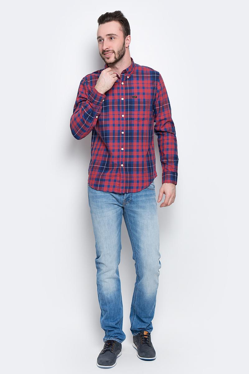 Рубашка мужская Lee Button Down, цвет: синий, красный. L880JPSK. Размер M (48)L880JPSKМужская рубашка Lee Button Down изготовлена из натурального хлопка. Модель с длинными рукавами имеет на груди один накладной карман. Рубашка застегивается на пуговицы. Воротничок и манжеты рукавов оснащены застежками-пуговицами. Низ модели слегка закруглен.