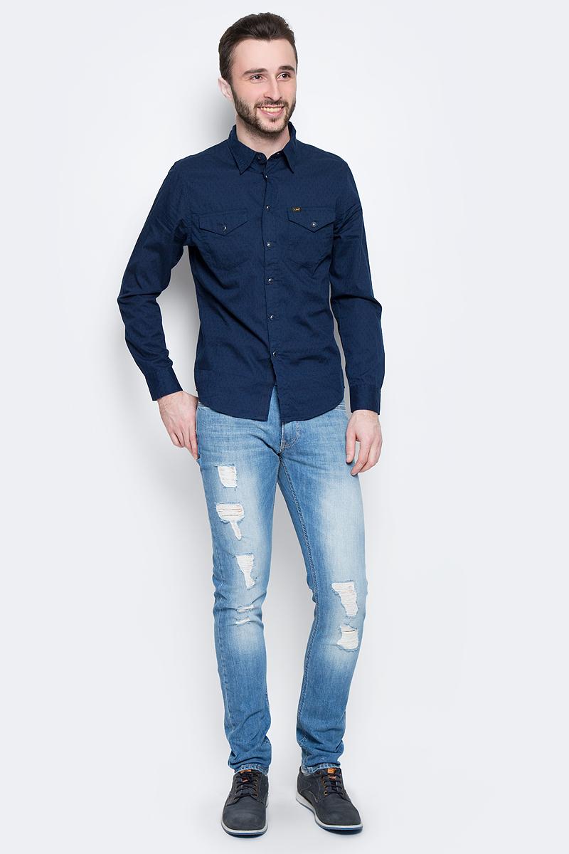 Рубашка мужская Lee Western Shir, цвет: темно-синий. L644IBPS. Размер L (50)L644IBPSМужская рубашка Lee Western Shirt изготовлена из натурального хлопка. Модель с короткими рукавами имеет на груди два накладных кармана под клапанами на кнопках. Рубашка застегивается на кнопки и верхнюю пуговицу. Низ модели слегка закруглен.