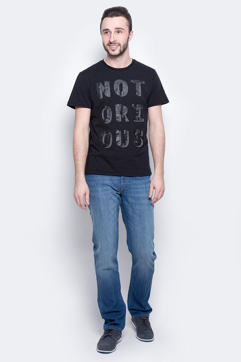 Футболка мужская Lee Notorious, цвет: черный. L60XAI01. Размер M (48)L60XAI01Мужская футболка Lee Notorious изготовлена из натурального хлопка. Модель выполнена с круглой горловиной и короткими рукавами. Спереди футболка декорирована буквенным принтом.