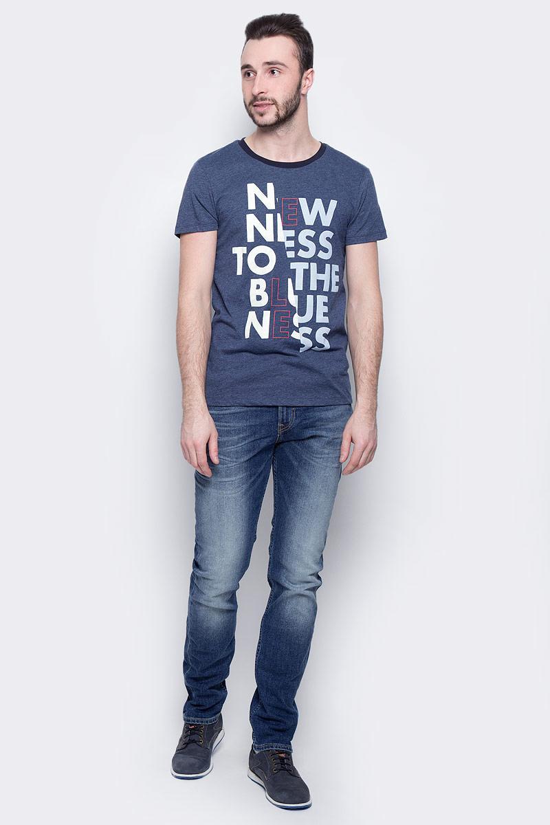 Футболка мужская Lee Blueness, цвет: синий. L60ROZPS. Размер M (48)L60ROZPSМужская футболка Lee Blueness изготовлена из хлопка с добавлением полиэстера. Модель выполнена с круглой горловиной и короткими рукавами. Спереди футболка декорирована буквенным принтом.
