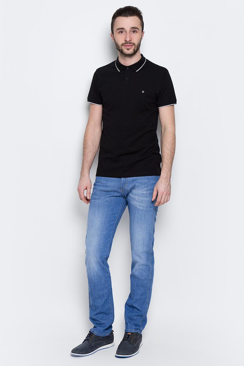 Джинсы мужские Wrangler Arizona, цвет: синий. W12ONE93N. Размер 31-34 (46/48-34)W12ONE93NМужские джинсы Wrangler Arizona выполнены из высококачественного эластичного хлопка. Классические джинсы прямого кроя и стандартной посадки застегиваются на пуговицу в поясе и ширинку на застежке-молнии, дополнены шлевками для ремня. Джинсы имеют классический пятикарманный крой: спереди модель дополнена двумя втачными карманами и одним маленьким накладным кармашком, а сзади - двумя накладными карманами. Джинсы украшены декоративными потертостями и оформлены вышивкой на задних карманах.
