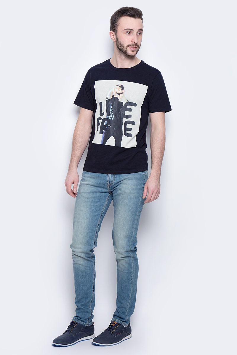 Джинсы мужские Lee Arvin, цвет: синий. L732QAJU. Размер 33-34 (48/50-34)L732QAJUМужские джинсы Lee Arvin выполнены из высококачественного эластичного хлопка. Джинсы слим стандартной посадки застегиваются на пуговицу в поясе и ширинку на застежке-молнии, дополнены шлевками для ремня. Джинсы имеют классический пятикарманный крой: спереди модель дополнена двумя втачными карманами и одним маленьким накладным кармашком, а сзади - двумя накладными карманами. Джинсы украшены декоративными потертостями.