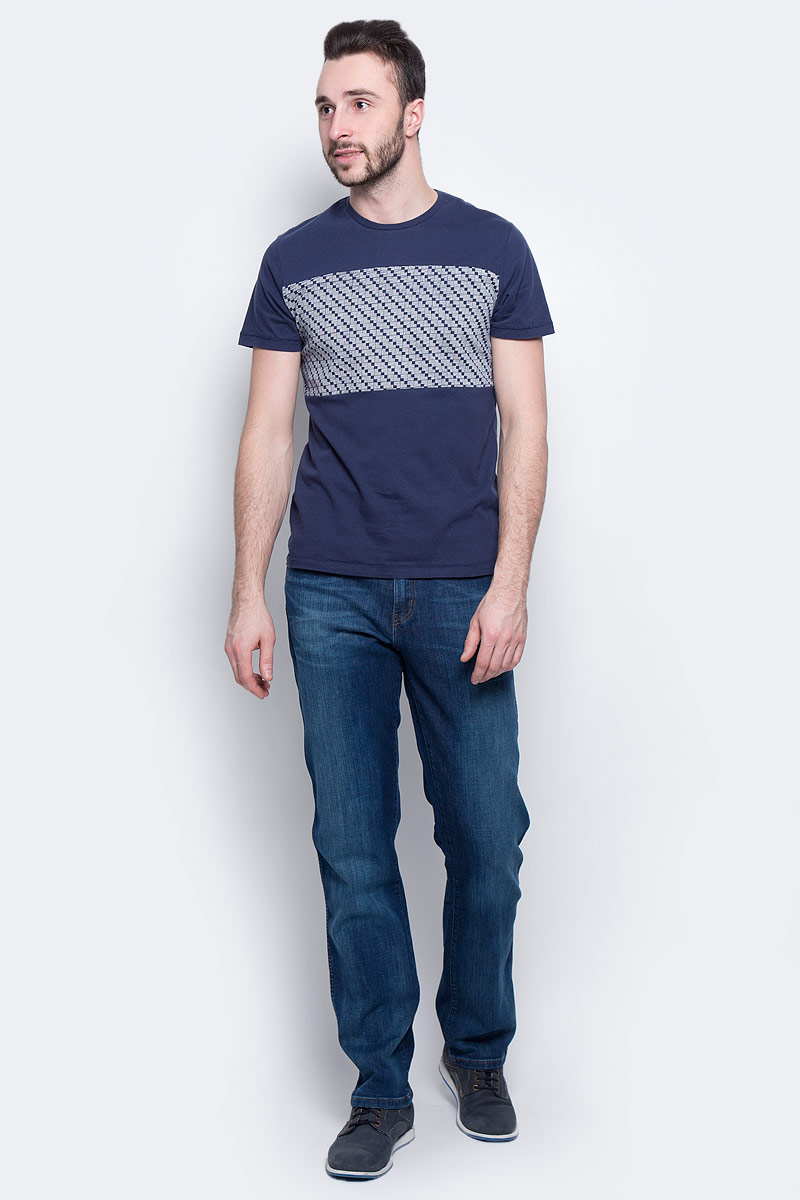 Футболка мужская Wrangler Mod Graphic, цвет: темно-синий. W7A56FK35. Размер XL (52)W7A56FK35Мужская футболка Wrangler Mod Graphic изготовлена из натурального хлопка. Модель выполнена с круглой горловиной и короткими рукавами. Спереди футболка декорирована вставкой с оригинальным графическим принтом.