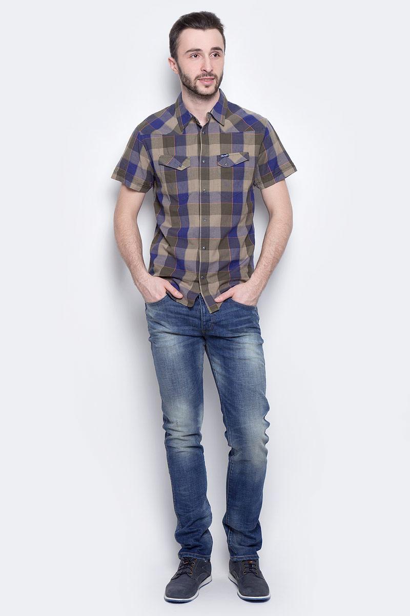 Джинсы мужские Wrangler Spencer, цвет: синий. W16AMW88Q. Размер 34-34 (50-34)W16AMW88QМужские джинсы Wrangler Spencer выполнены из высококачественного эластичного хлопка. Джинсы-слим стандартной посадки застегиваются на пуговицу в поясе и ширинку на пуговицах, дополнены шлевками для ремня. Джинсы имеют классический пятикарманный крой: спереди модель дополнена двумя втачными карманами и одним маленьким накладным кармашком, а сзади - двумя накладными карманами. Джинсы украшены декоративными потертостями.