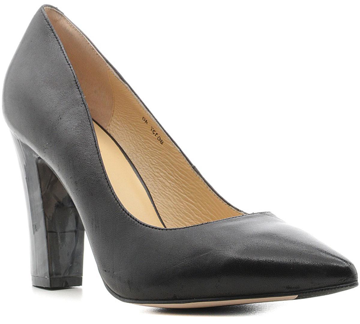 Туфли женские Vitacci, цвет: черный. 86137. Размер 3786137Стильные туфли Vitacci не оставят вас незамеченной! Модель изготовлена из качественной натуральной кожи. Стелька из натуральной кожи обеспечивает комфорт и удобство при ходьбе. Подошва выполнена с высоким устойчивым каблуком.