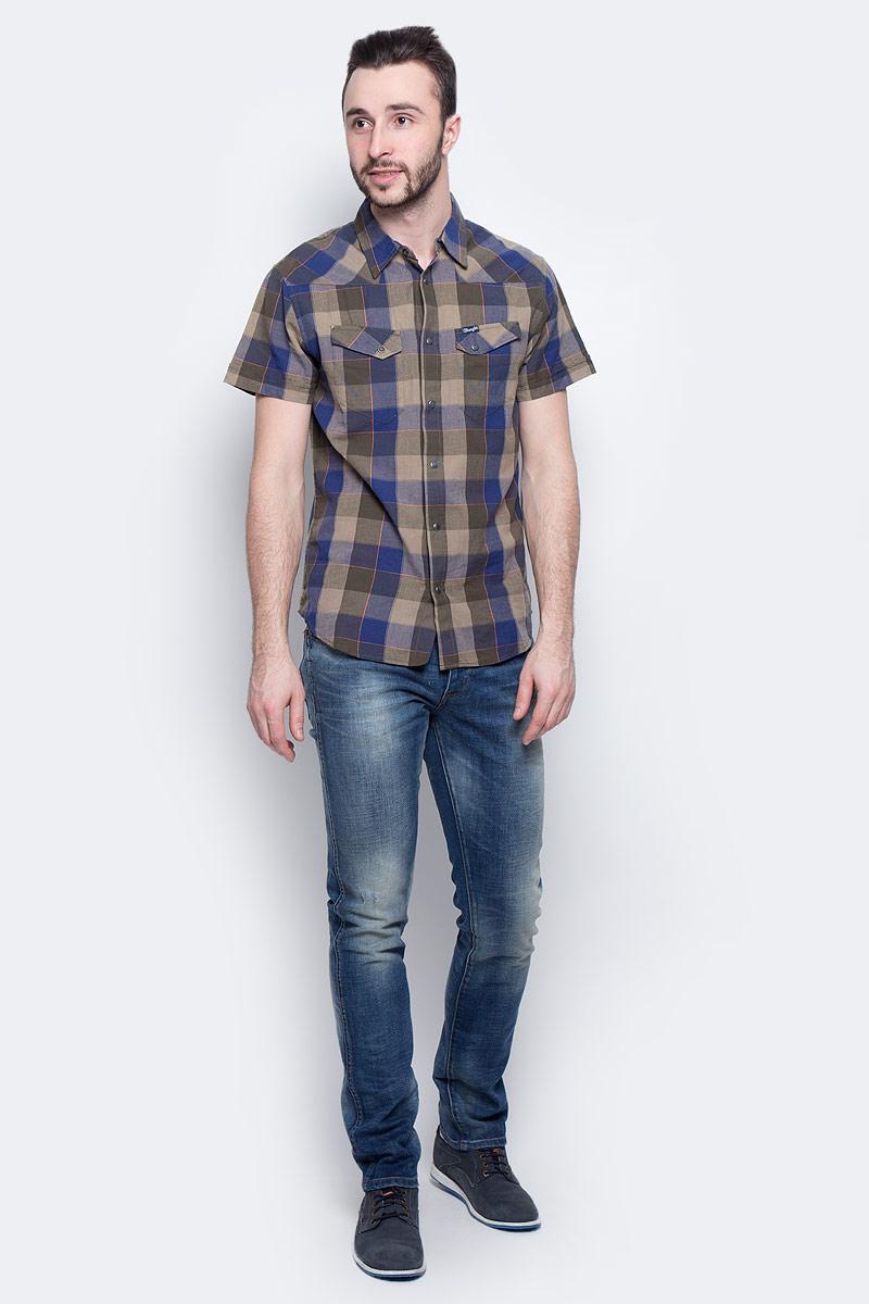Рубашка мужская Wrangler Heritage Western, цвет: синий, хаки. W5873CQIX. Размер XXL (54)W5873CQIXМужская рубашка Wrangler Heritage Western изготовлена из натурального хлопка. Модель с короткими рукавами имеет на груди два накладных кармана под клапанами на кнопках. Рубашка застегивается на кнопки и верхнюю пуговицу. Низ модели закруглен.