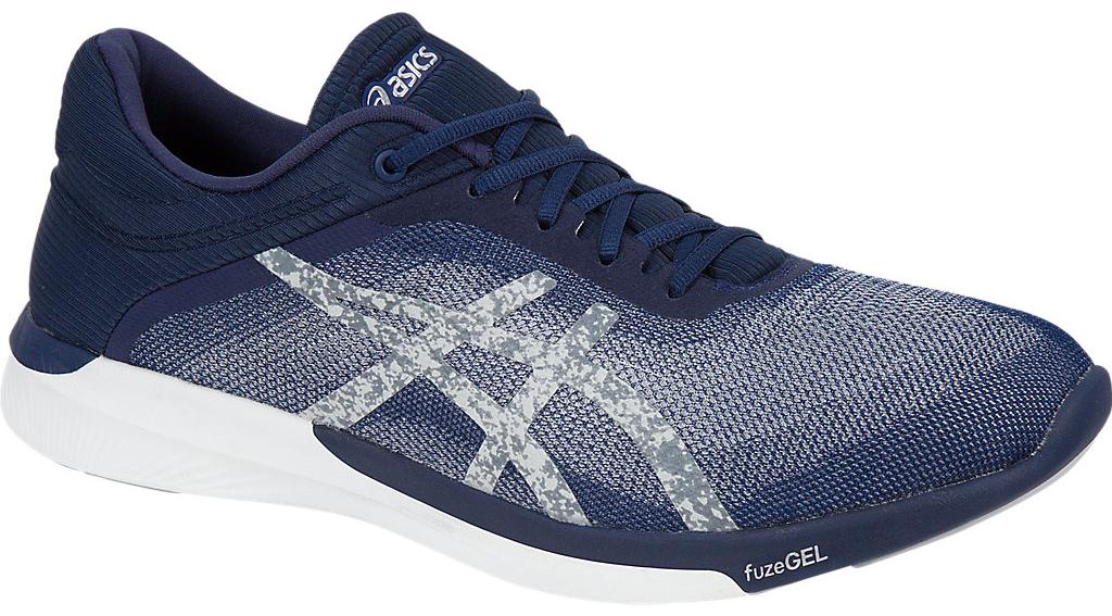 Кроссовки для бега мужские Asics Fuzex Rush, цвет: темно-синий, серебристый. T718N-4993. Размер 11 (43,5)T718N-4993Оптимальное сочетание легкости и удобства с амортизацией. Эти многофункциональные кроссовки можно использовать в качестве удобного повседневного варианта для тех, кто ведет активный образ жизни, поскольку кроссовки обеспечат дополнительную поддержку стопы. Они отлично подходят для коротких пробежек и продолжительных забегов. В этих беговых кроссовках используется уникальная технология fuzeGEL, представляющая собой сочетание двух революционных технологий – свойств геля Asics GEL и подошвы из сверхлегкой пены. В результате получились облегченные кроссовки, в которых проще бежать, и которые при этом обеспечивают оптимальную амортизацию. У кроссовок fuzeX 2 менее высокий подъем стопы, что означает, что они предлагают непревзойденную систему реагирования на каждое движение, а это, в свою очередь, позволяет лучше чувствовать землю под ногами.