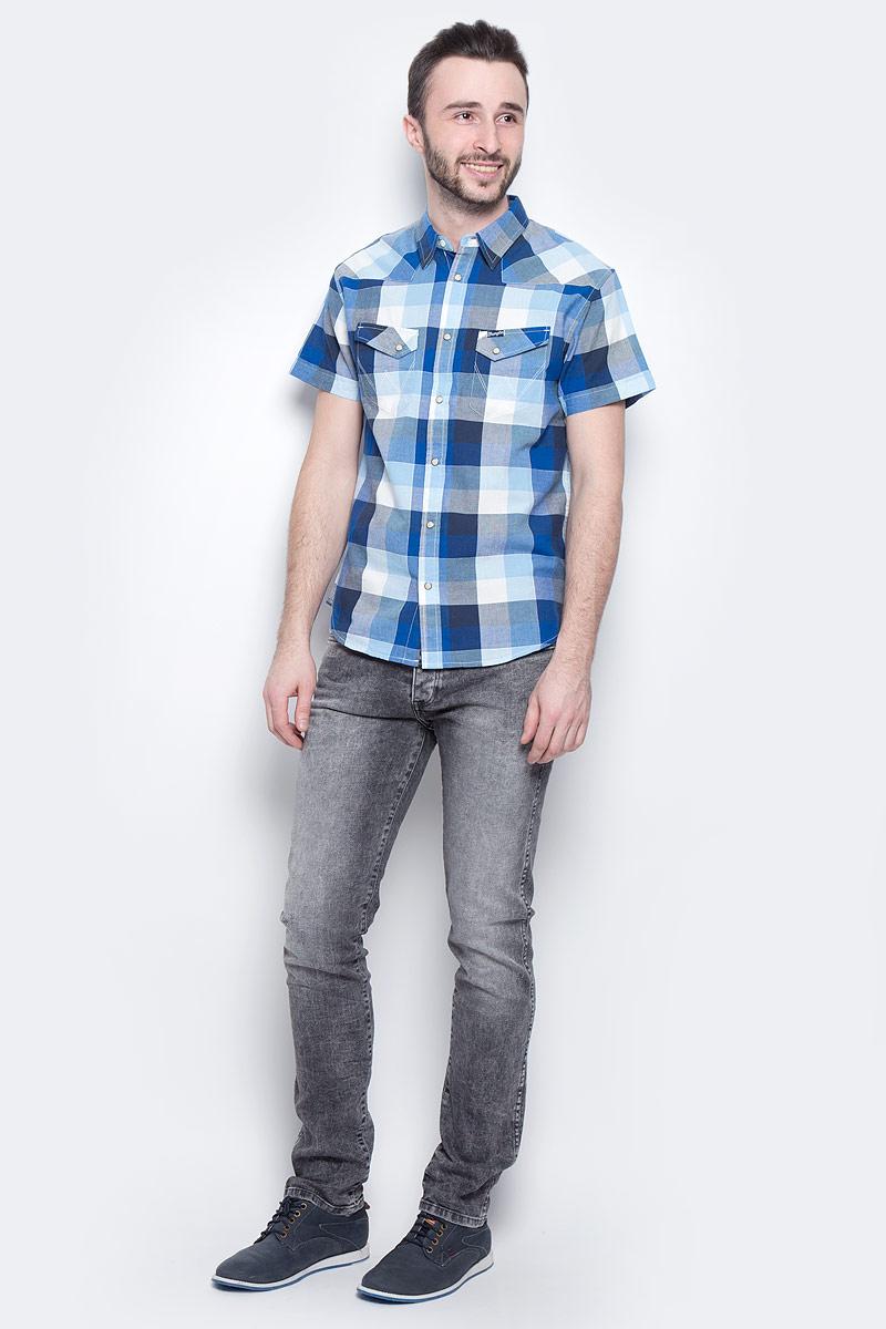Джинсы мужские Wrangler Spencer, цвет: серый. W16ANK93O. Размер 31-32 (46/48-32)W16ANK93OМужские джинсы Wrangler Spencer выполнены из высококачественного эластичного хлопка. Джинсы-слим стандартной посадки застегиваются на пуговицу в поясе и ширинку на застежке-молнии, дополнены шлевками для ремня. Джинсы имеют классический пятикарманный крой: спереди модель дополнена двумя втачными карманами и одним маленьким накладным кармашком, а сзади - двумя накладными карманами. Джинсы украшены декоративными потертостями.
