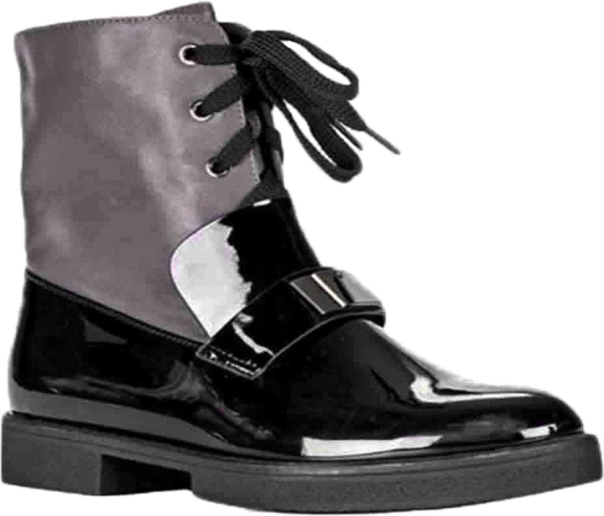 Ботинки женские Vitacci, цвет: черный, серый. 83468. Размер 3883468Удобные женские ботинки от Vitacci изготовлены из качественной искусственной кожи. Высокие ботинки выполнены с удобной шнуровкой. Практичная стелька из ворсина обеспечит комфорт при носке.