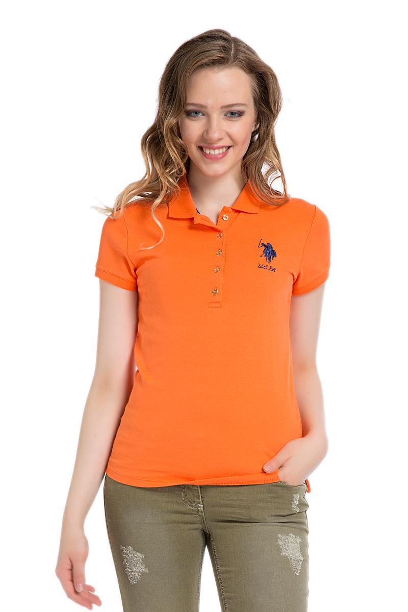 Поло женское U.S. Polo Assn., цвет: оранжевый. G082SZ0110MTS02IY06-011. Размер S (44)G082SZ0110MTS02IY06-011Стильная футболка-поло с короткими рукавами и отложным воротником выполнена из натурального эластичного хлопка. На груди модель застегивается на пуговицы.