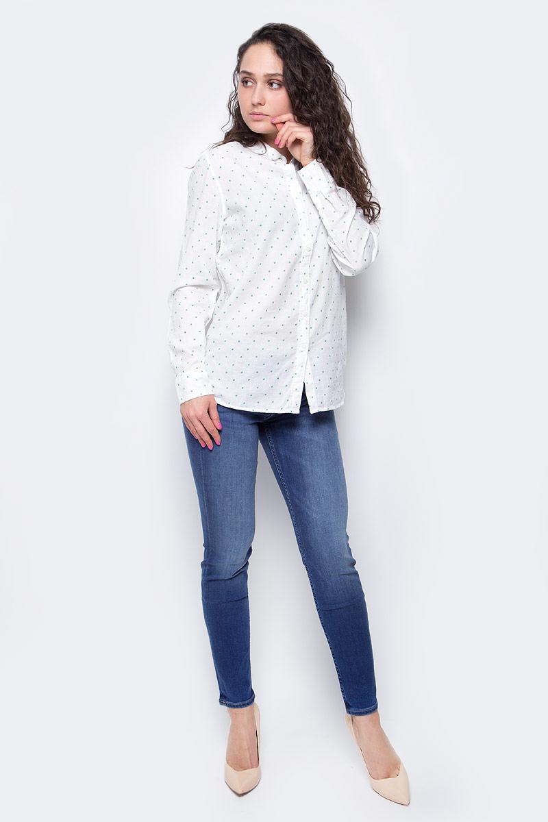 Рубашка женская Lee, цвет: белый. L45QSHRR. Размер M (44)L45QSHRRЖенская рубашка Lee выполнена из натурального хлопка. Рубашка с длинными рукавами и отложным воротником застегивается на пуговицы спереди. Манжеты рукавов также застегиваются на пуговицы. Рубашка оформлена принтом в горох. На груди расположен накладной карман.
