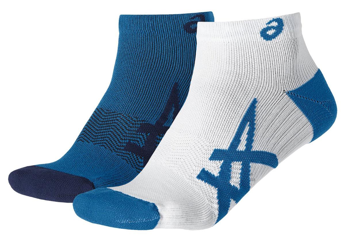 Носки Asics 2ppk Lightweight Sock, цвет: синий, белый, 2 пары. 130888-8154. Размер 35/38130888-8154Носки Asics 2PPK Lightweight Sock изготовлены из высококачественного эластичного полиамида. Укороченные носки имеют мягкую эластичную резинку, которая надежно фиксирует носки на ноге. Вентилирующие вставки в верхней части обеспечат необходимую циркуляцию воздуха, а амортизация в области пятки и пальцев смягчит шаг. Модель оформлена логотипом бренда Asics сбоку. В комплект входят 2 пары носков.