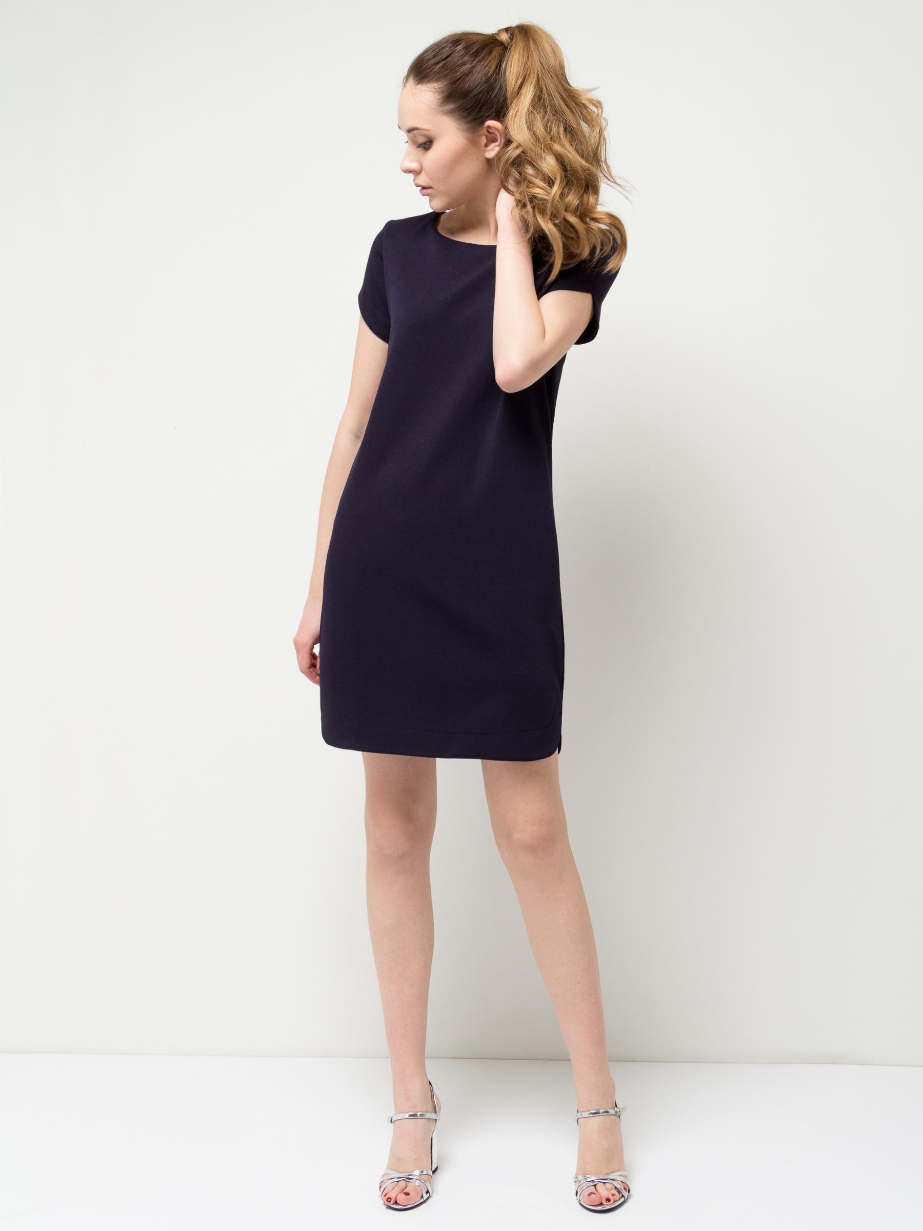 Платье Sela, цвет: черный. Dks-117/1113-7132. Размер M (46)Dks-117/1113-7132Лаконичное женское платье Sela выполнено из качественного плотного трикотажа. Модель прямого кроя с короткими рукавами подойдет для офиса, прогулок и дружеских встреч и станет отличным дополнением гардероба. Мягкая ткань на основе полиэстера и эластана комфортна и приятна на ощупь и хорошо тянется.