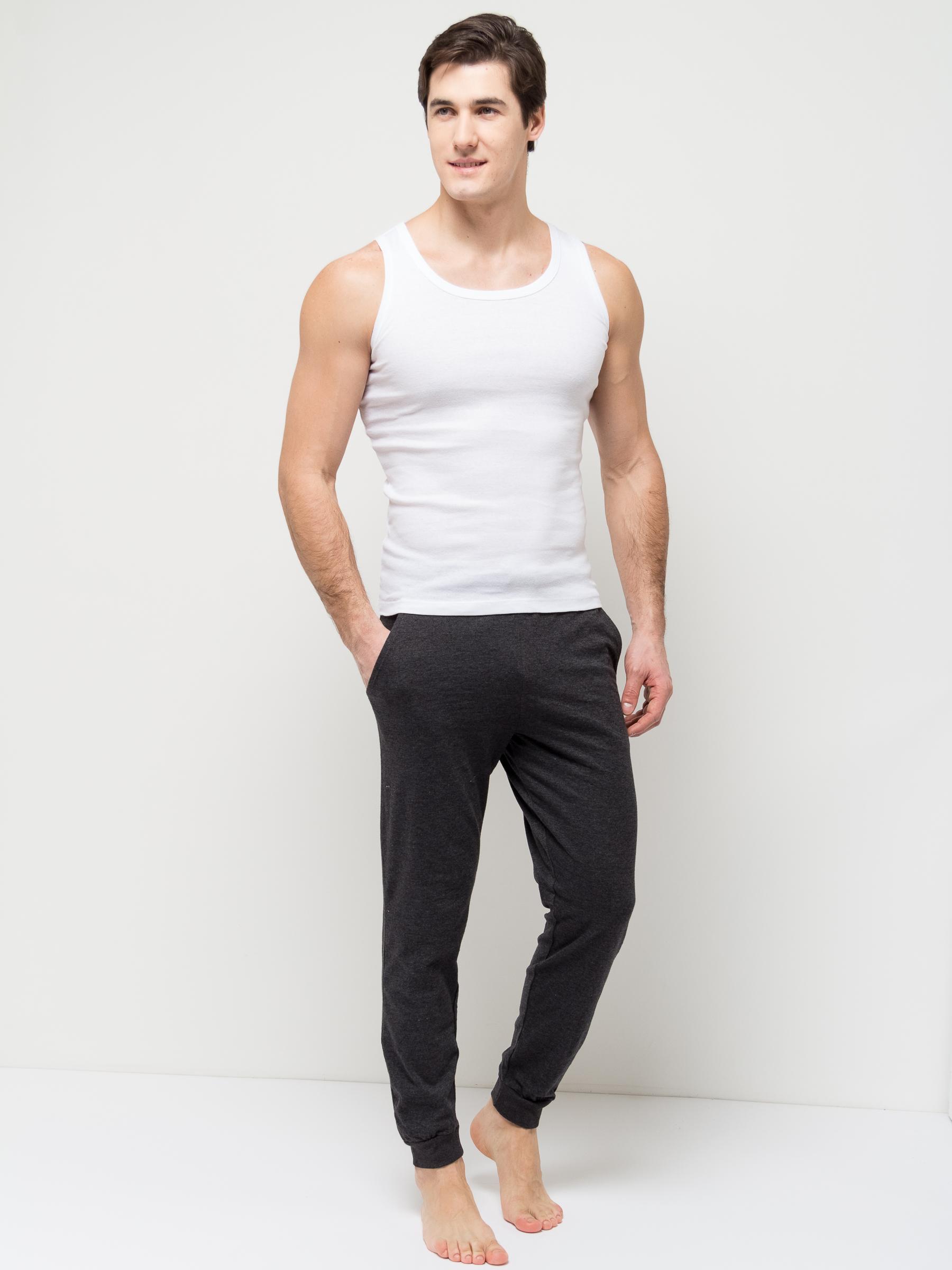 Брюки домашние мужские Sela, цвет: черный меланж. PH-265/008-7101. Размер M (48)PH-265/008-7101Удобные домашние брюки для мужчин Sela выполнены из качественного хлопкового материала. Брюки полуприлегающего кроя и стандартной посадки на талии имеют широкий пояс на мягкой резинке, дополнительно регулируемый шнурком. Низ брючин дополнен мягкими трикотажными манжетами. Модель дополнена двумя втачными карманами спереди и накладным карманом сзади.