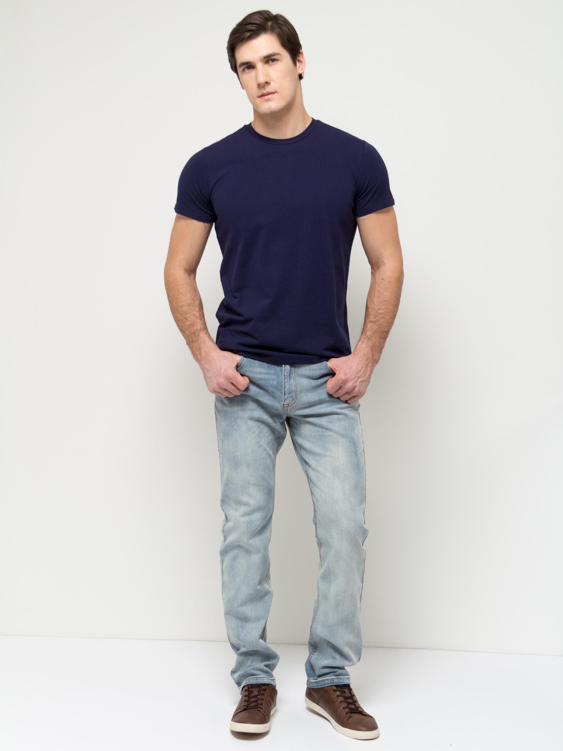 Джинсы мужские Sela, цвет: голубой джинс. PJ-235/1071-7152. Размер 32-32 (48-32)PJ-235/1071-7152Стильные мужские джинсы Sela, изготовленные из качественного эластичного хлопка с потертостями, станут отличным дополнением гардероба. Джинсы зауженного кроя и стандартной посадки на талии застегиваются на застежку-молнию и пуговицу. На поясе имеются шлевки для ремня. Модель представляет собой классическую пятикарманку: два втачных и накладной карманы спереди и два накладных кармана сзади.