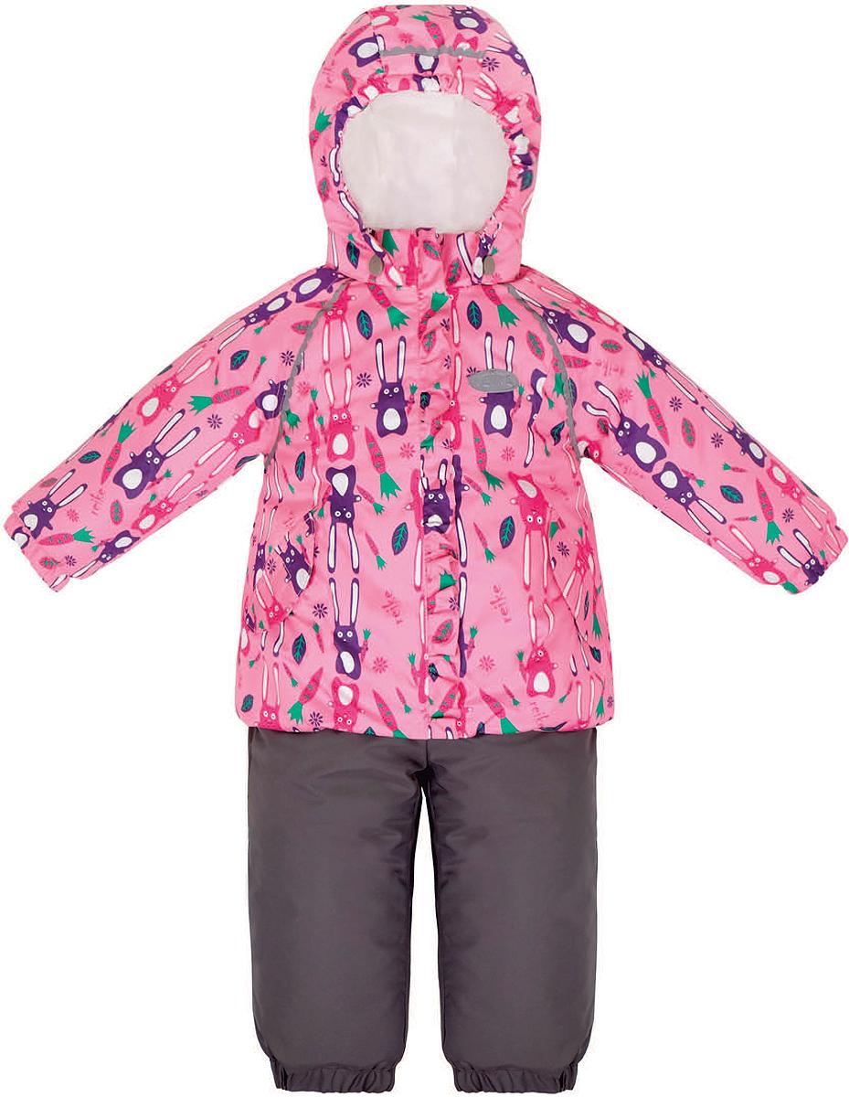 Комплект верхней одежды для девочки Reike Зайчики: куртка, полукомбинезон, цвет: розовый. 36934112. Размер 92, 24 месяца36 934 112_Hares pinkКомплект для девочки Reike Зайчики, состоящий из куртки и полукомбинезона, выполнен из ветрозащитной, водонепроницаемой и дышащей мембранной ткани, декорированной принтом с забавными зайчиками. Подкладка - натуральный хлопок с велюровыми вставками на воротнике и манжетах. Куртка дополнена съемным капюшоном, двумя карманами на липучках, а также многочисленными светоотражающими элементами. Ветрозащитная планка в виде рюши со светоотражающей полоской вдоль молнии не допускает проникновения холодного воздуха. Эластичная талия полукомбинезона и регулируемые подтяжки гарантируют посадку по фигуре, длинная молния впереди облегчает процесс одевания. Полукомбинезон оснащен боковым карманом на молнии и съемными штрипками.Особенности комплекта: - утеплитель в куртке 60 г, полукомбинезон без утепления;- базовый уровень;- коэффициент воздухопроницаемости: 2000гр/м2/24 ч;- водоотталкивающее покрытие: 2000 мм.