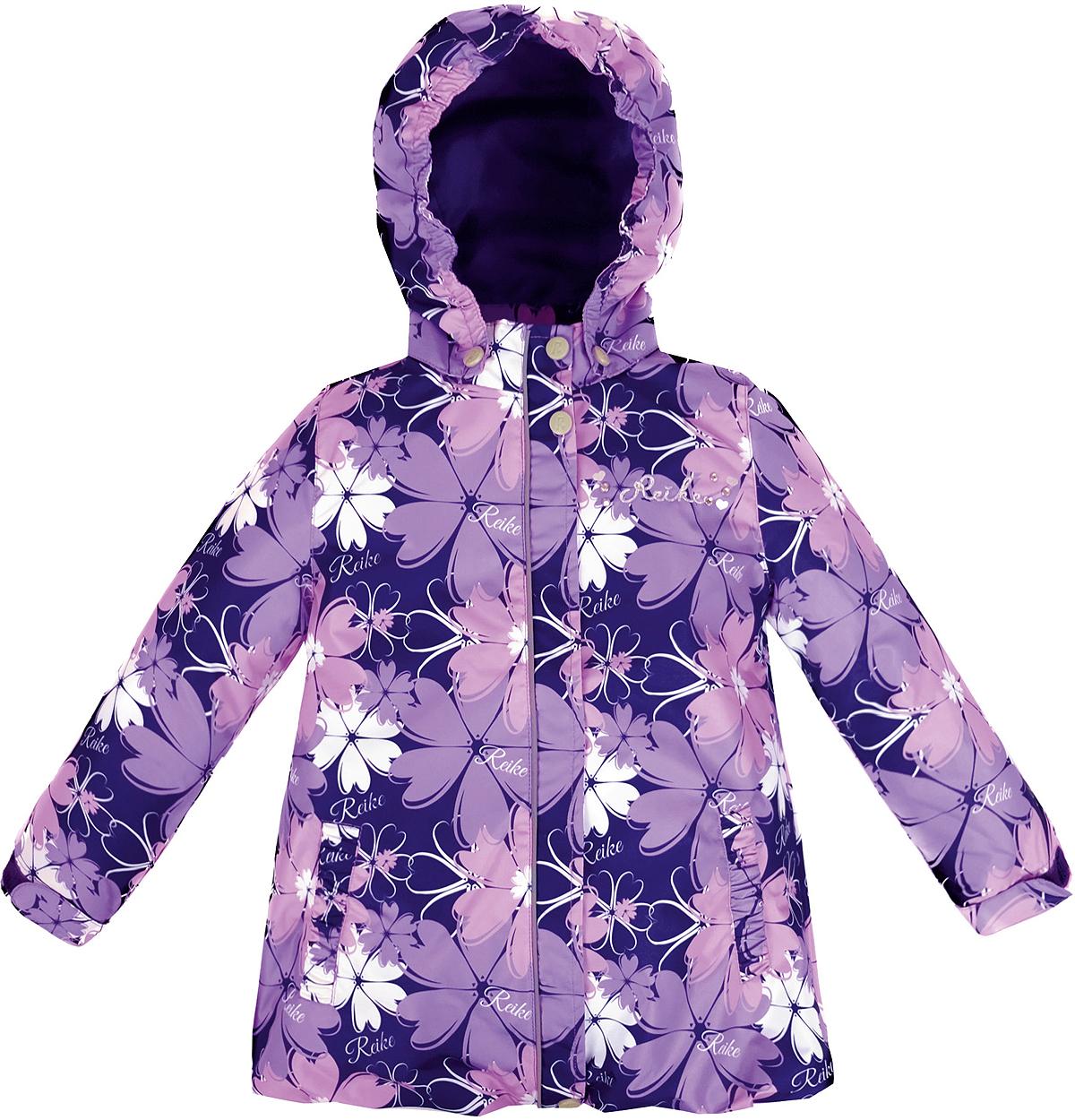Куртка для девочки Reike Космея, цвет: фиолетовый. 36946335. Размер 122, 7 лет36 946 335_Cosmei violetСтильная куртка для девочки Reike Космея выполнена из ветрозащитного, водоотталкивающего и дышащего материала с подкладкой из микрофлиса, обеспечивающей дополнительный комфорт. Модель с воротником-стойкой, защищающим от ветра, застегивается на молнию с ветрозащитной планкой на кнопках и оформлена цветочным принтом в стиле серии. Манжеты рукавов на резинке дополнительно регулируются с помощью липучек. Модель дополнена съемным капюшоном, утянутым резинкой, двумя прорезными карманами, утяжкой по низу изделия и светоотражающими элементами. На груди куртка декорирована серебристой вышивкой и стразами. Особенности изделия:- базовый уровень; - коэффициент воздухопроницаемости: 2000гр/м2/24 ч;- водоотталкивающее покрытие: 2000 мм.