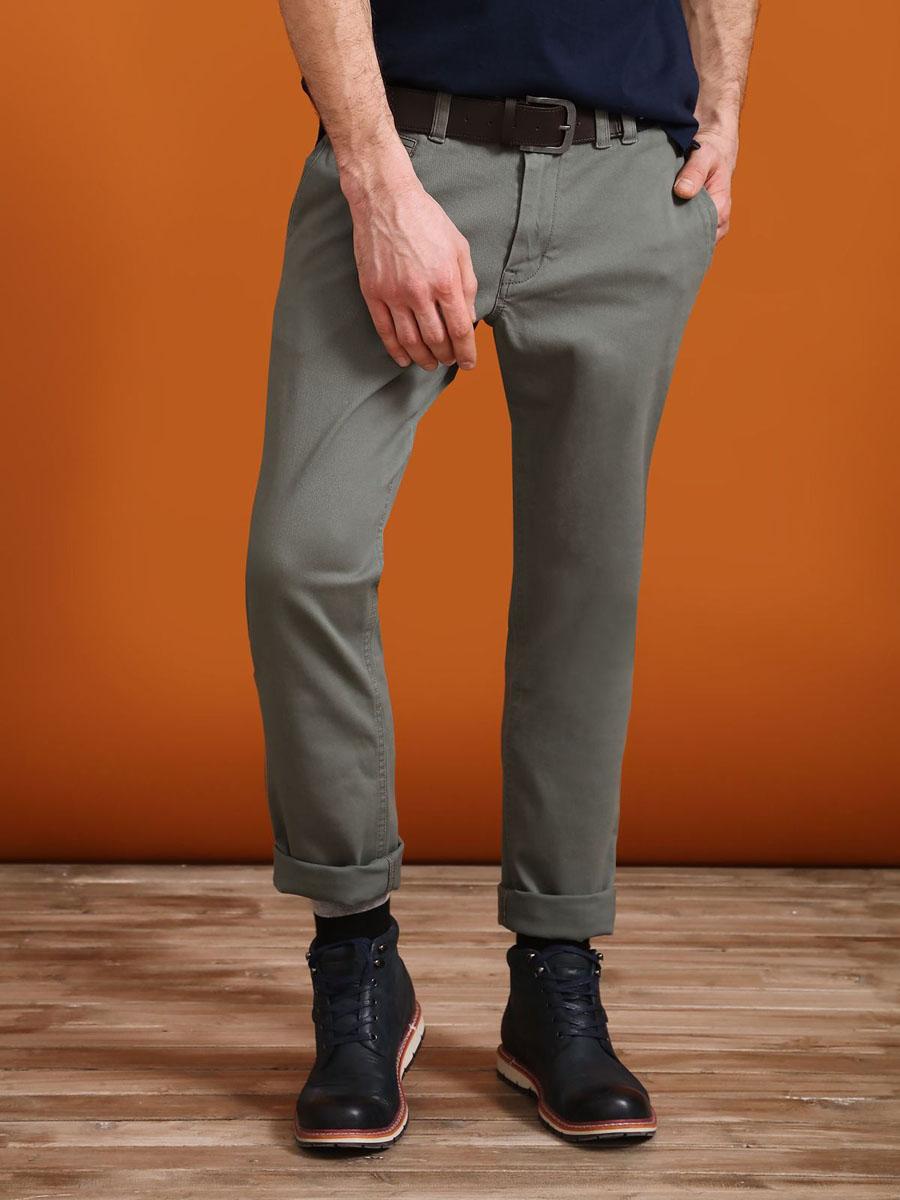 Брюки мужские Top Secret, цвет: зеленый. SSP2407ZI36[E]. Размер 36 (52)SSP2407ZIСтильные мужские брюки Top Secret - брюки высочайшего качества на каждый день, которые прекрасно сидят. Модель изготовлена из высококачественного хлопка и эластана. Застегиваются брюки на пуговицу в поясе и ширинку на молнии, имеются шлевки для ремня. Эти модные и в тоже время комфортные брюки послужат отличным дополнением к вашему гардеробу. В них вы всегда будете чувствовать себя уютно и комфортно.
