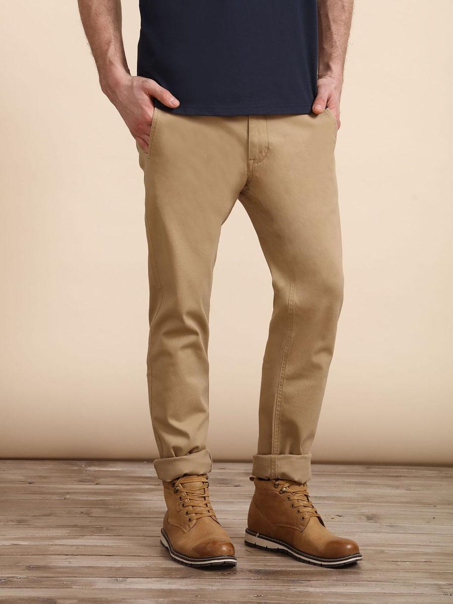 Брюки мужские Top Secret, цвет: бежевый. SSP2409BE34[E]. Размер 34 (50)SSP2409BEСтильные мужские брюки Top Secret - брюки высочайшего качества на каждый день, которые прекрасно сидят. Модель изготовлена из высококачественного хлопка и эластана. Застегиваются брюки на пуговицу в поясе и ширинку на молнии, имеются шлевки для ремня. Эти модные и в тоже время комфортные брюки послужат отличным дополнением к вашему гардеробу. В них вы всегда будете чувствовать себя уютно и комфортно.