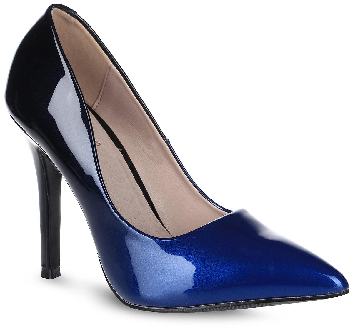Туфли женские Vitacci, цвет: синий, черный. 87023. Размер 4087023Стильные женские туфли Vitacci изготовлены из лакированной искусственной кожи. Цвет изделия плавно переходит из одного в другой. Зауженный носок добавит женственности в ваш образ, а высокий каблук-шпилька достаточно устойчив. Подошва из термопластичного материала с рельефным протектором обеспечивает отличное сцепление на любой поверхности.