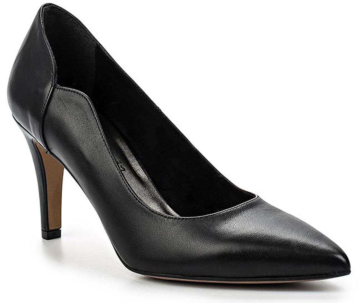 Туфли женские Tamaris, цвет: черный. 1-1-22423-28-003/205. Размер 391-1-22423-28-003/205Стильные женские туфли Tamaris придутся вам по душе!Модель выполнена из качественной кожи. Невероятно мягкая съемная стелька из натуральной кожи гарантирует максимальный комфорт при движении и позволяет ногам дышать. Устойчивый каблук и подошва не скользят.Удобные туфли помогут вам создать яркий, запоминающийся образ и выделиться среди окружающих.