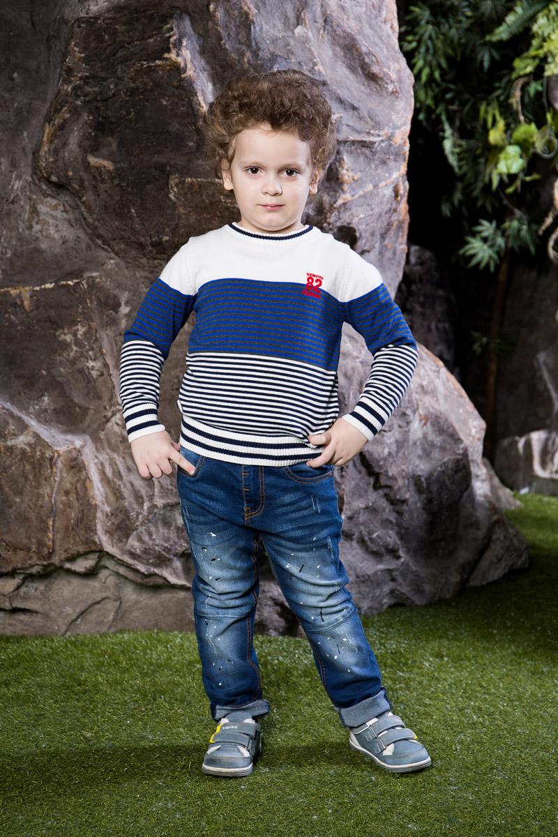 Джемпер для мальчика Sweet Berry, цвет: белый, синий. 713002. Размер 116713002Стильный джемпер для мальчика Sweet Berry, изготовленный из мягкого хлопкового полотна мелкой вязки, станет отличным дополнением к гардеробу вашего ребенка. Модель с длинными рукавами и круглым вырезом горловины оформлена принтом в разноцветную полоску и оригинальной аппликацией. Воротник, манжеты рукавов и низ изделия дополнены мягкими трикотажными резинками.