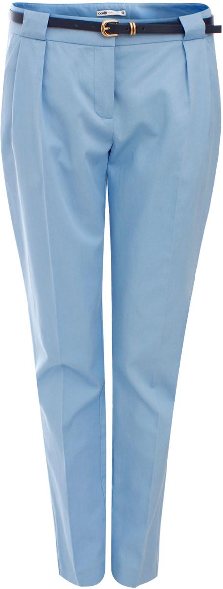 Брюки женские oodji Ultra, цвет: голубой. 11705007/35319/7000N. Размер 42-164 (48-164)11705007/35319/7000NЖенские брюки oodji Ultra выполнены из высококачественного материала. Классическая модель стандартной посадки застегивается на пуговицу в поясе и ширинку на застежке-молнии. Пояс имеет шлевки для ремня. Спереди брюки дополнены втачными карманами.